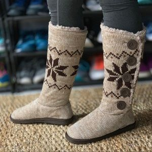 MukLuks Knit Boots Fully Lined Button Detail Sze 7